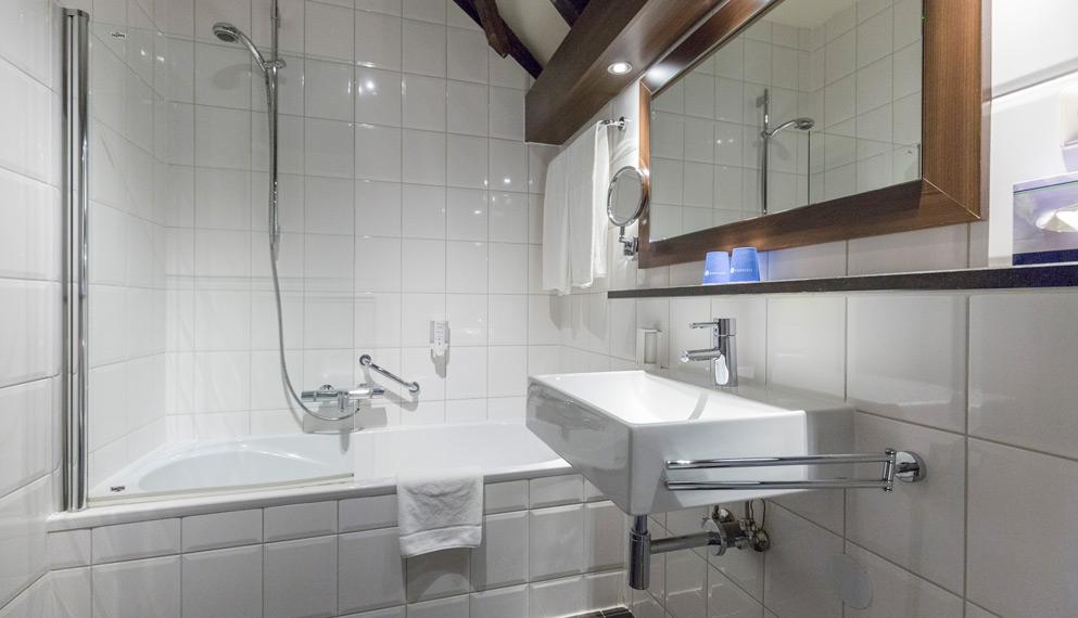 Hotelkamer in limburg fletcher hotel kasteel erenstein - Kamer met douche in de kamer ...